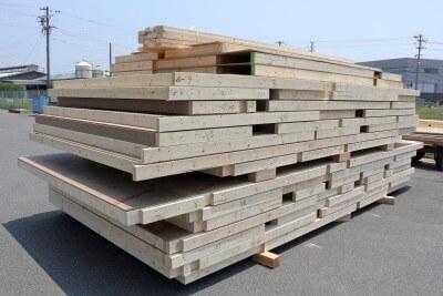 クイズ「2×4工法と木造軸組構法、使っている木材の量はどっちが多い?」